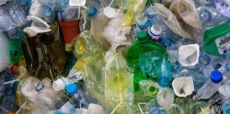 La tecnologia waste-to-methanol converte chimicamente rifiuti urbani altrimenti smaltiti in discarica o avviati all'incenerimento, in un gas di sintesi da cui si ottiene il metanolo.